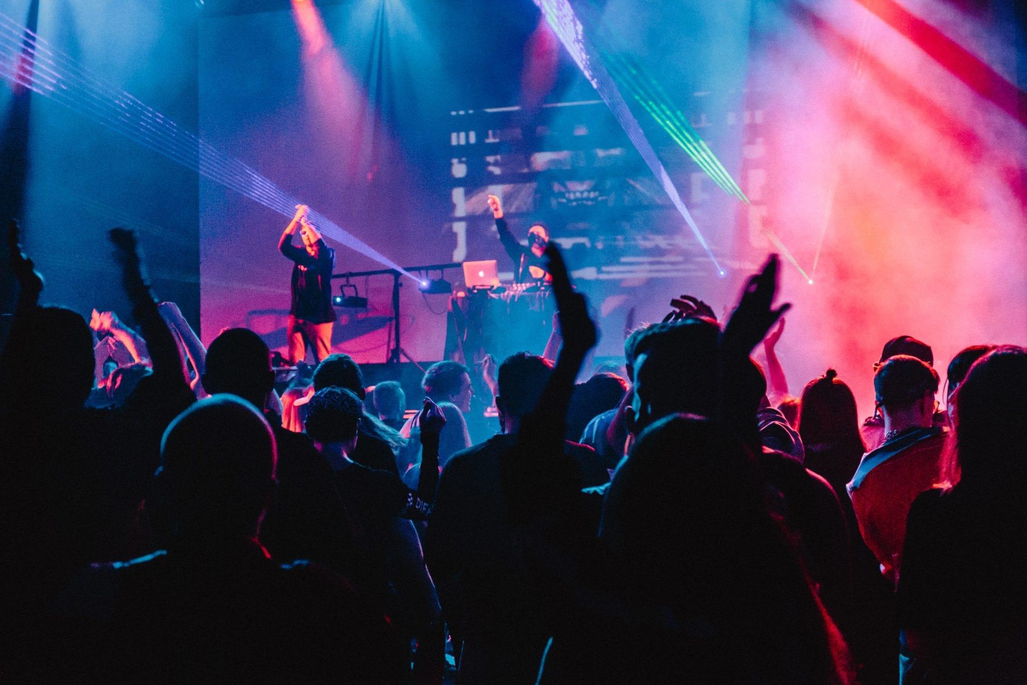 Las Colaboraciones Y Alianzas Con Mucho Power Entre Artistas Y Cantantes 2heart